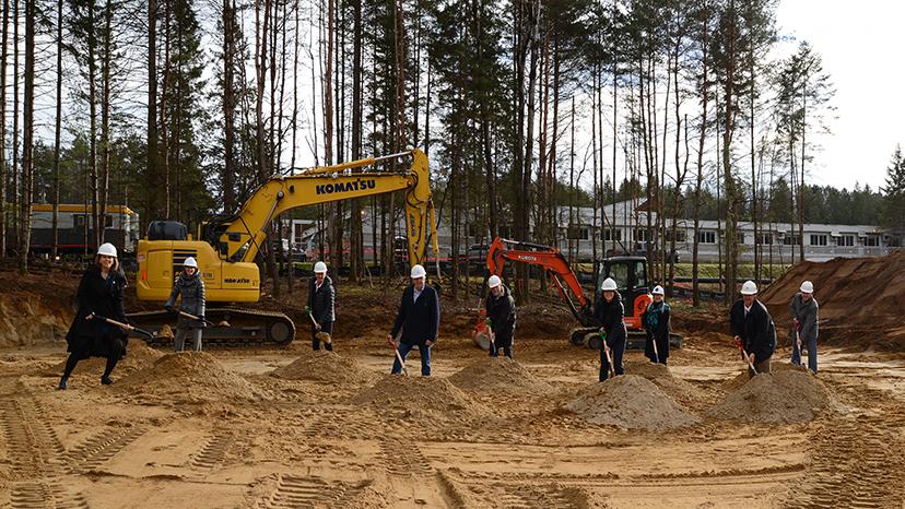 Une première pelletée de terre pour le nouveau bâtiment