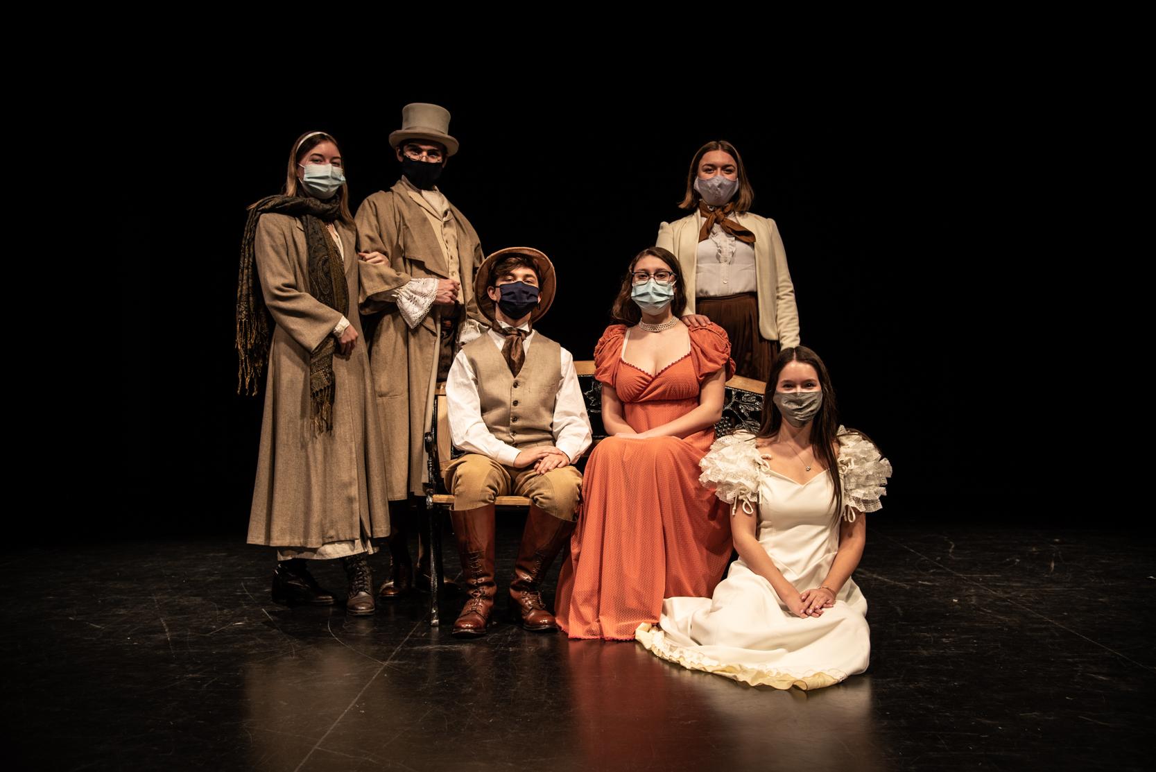 Étudiants en théâtre sur la scène du Cégep de Saint-Jérôme