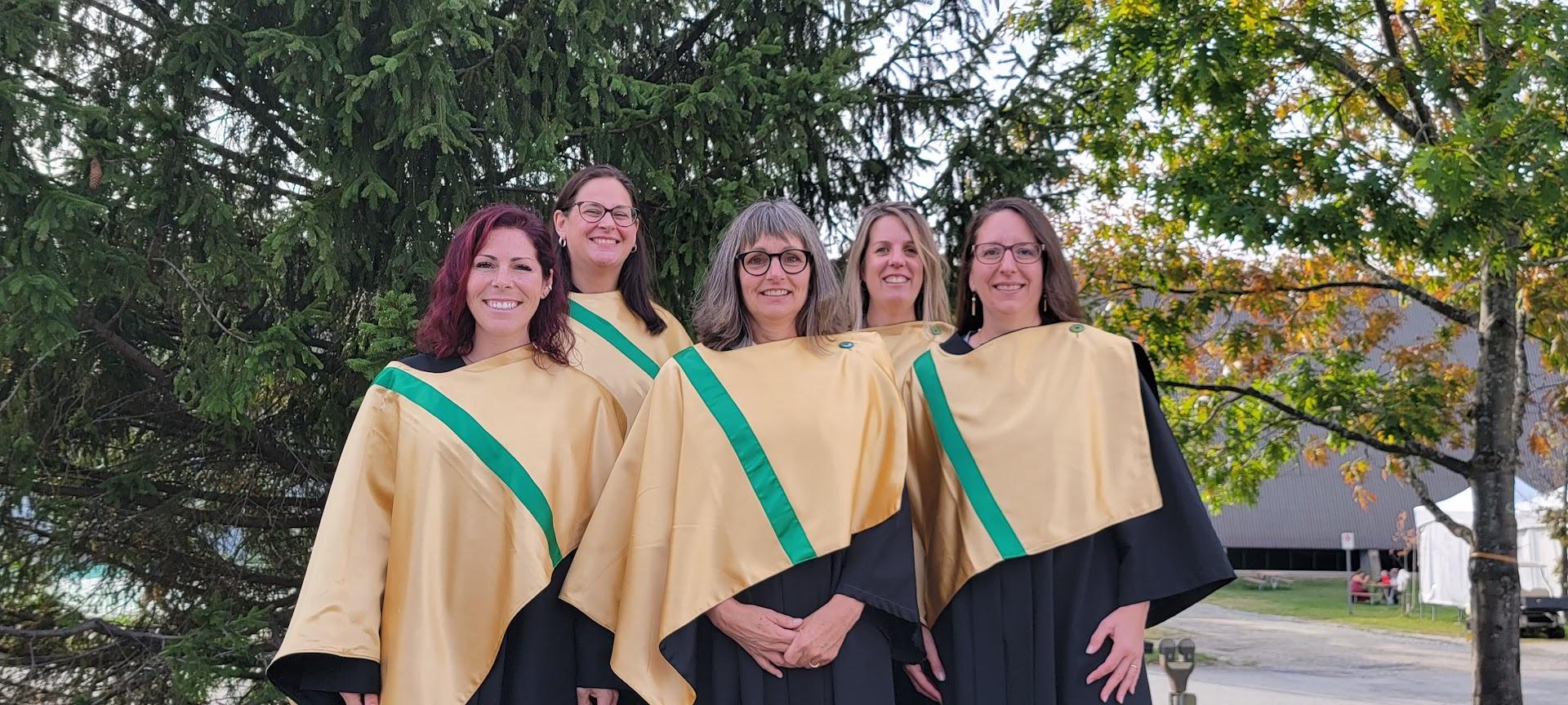 Cinq enseignantes obtiennent leur maîtrise à l'Université de Sherbrooke