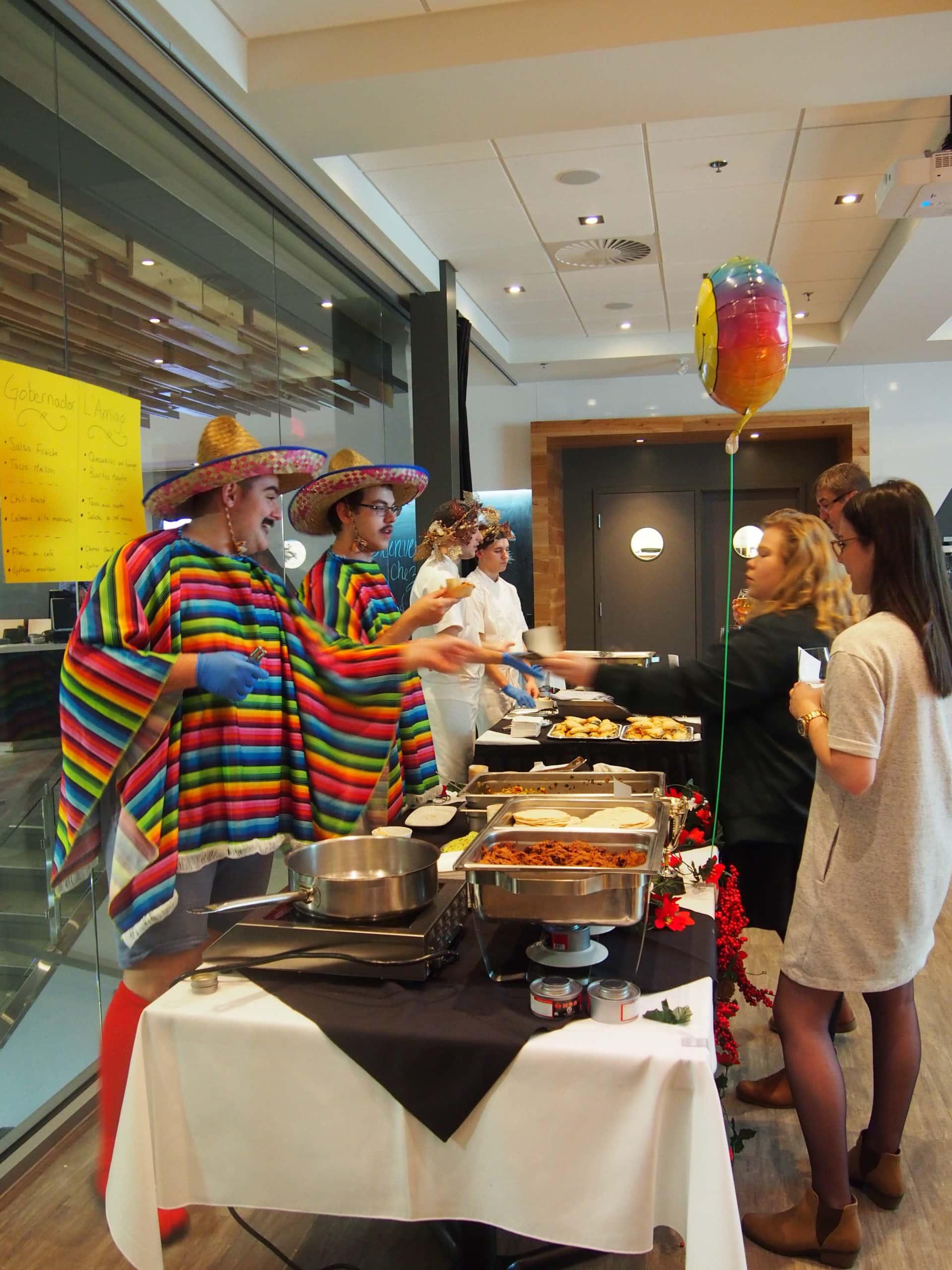 L'équipe du Mexique nous a présenté de la salsa de tomates vertes, servie avec des chips de tortillas de maïs maison. (Crédit : Valentine Laperle)